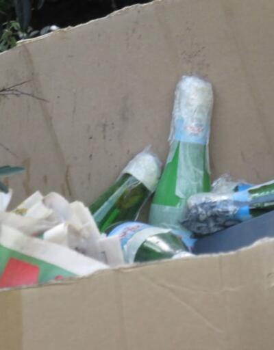 İçinde toz bulunan şişeler polisi alarma geçirdi