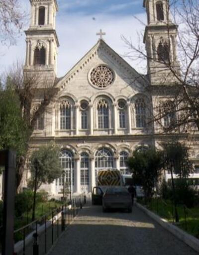 Aya Triada Kilisesi ve dükkanlar