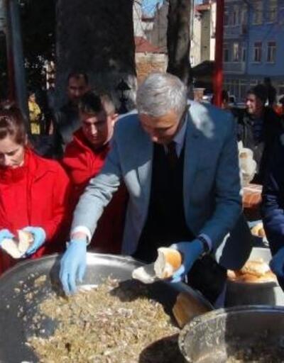 Simav'daki şölende 1 ton hamsi dağıtıldı