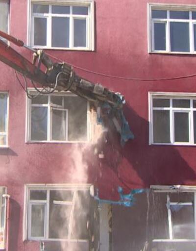 42 yıllık binada yıkım başladı