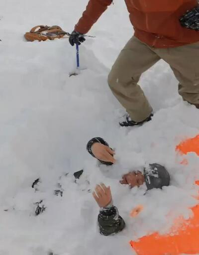 Saniye saniye kaydedildi: Çığ altında kalan kayakçılar böyle kurtarıldı