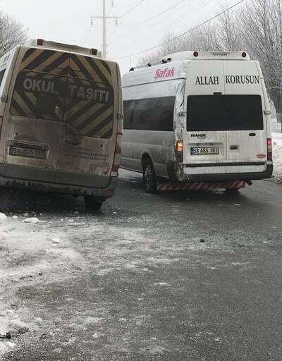 Sivas'ta buzlanan yolda servis minibüsleri çarpıştı: 12 yaralı