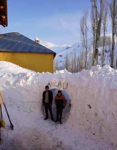 Yüksekovalılar evlerine 'kar tüneli'nden girip, çıkıyor