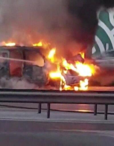 Maltepe D-100'de araç alev alev yandı! Trafik yoğunluğu oluştu