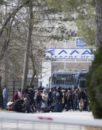 Son dakika... Yunanistan sınırını otobüsle kapattı