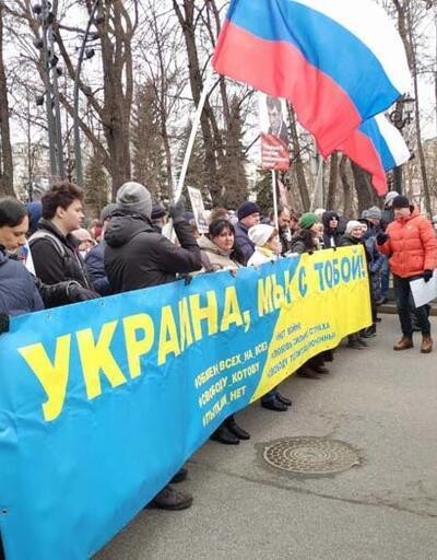Sokağa inen binlerce protestocu Putin'i istifaya çağırdı