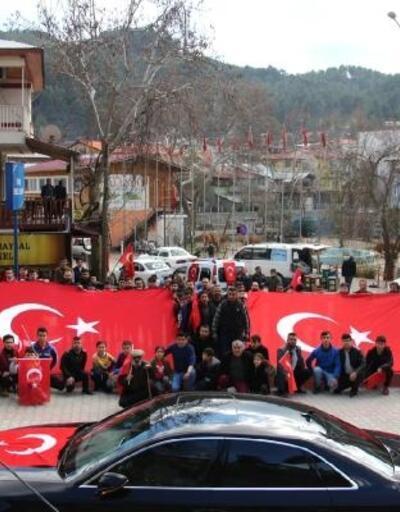 Fekeli gençler Mehmetçik için yürüyüş