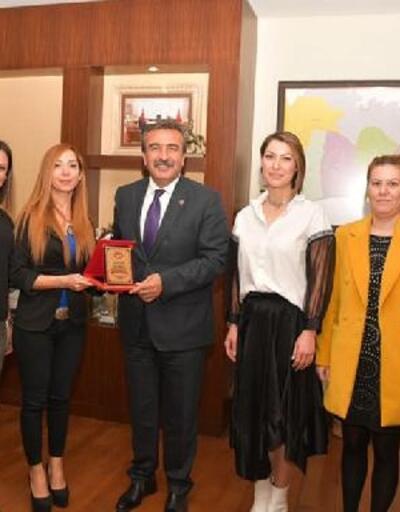 Başkan Çetin'e plaket