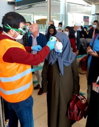 Umreden gelenlere İstanbul Havalimanı'nda koronavirüs taraması