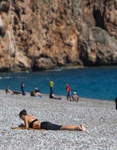 Antalya'da hava sıcaklığı 20 dereceyi gördü