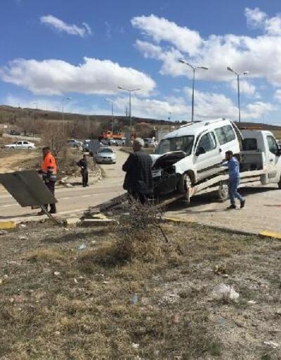 Kırıkkale'de hafif ticari araç kamyonla çarpıştı: 4 yaralı