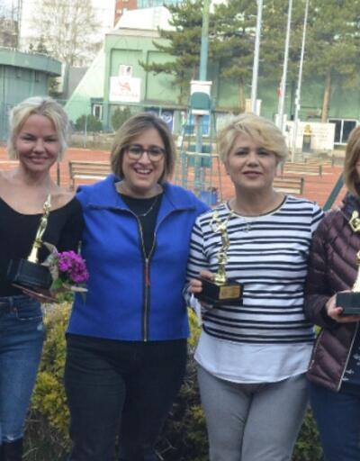 Dünya Kadınlar Günü'nde tenis turnuvası düzenlendi