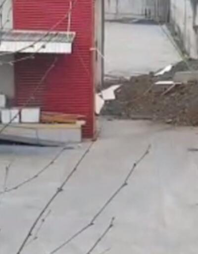 Esenyurt'ta fabrikanın istinat duvarı çöktü
