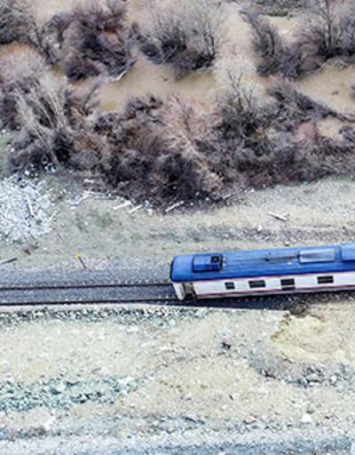 Elazığ'da yolcu treninin lokomotifi raydan çıktı