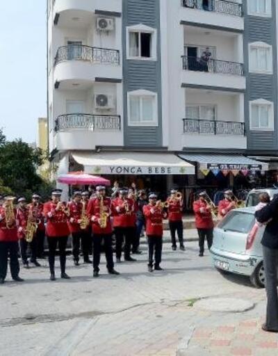 Kuşadası Belediyesi'nden 'Evde Kal'a bandolu destek