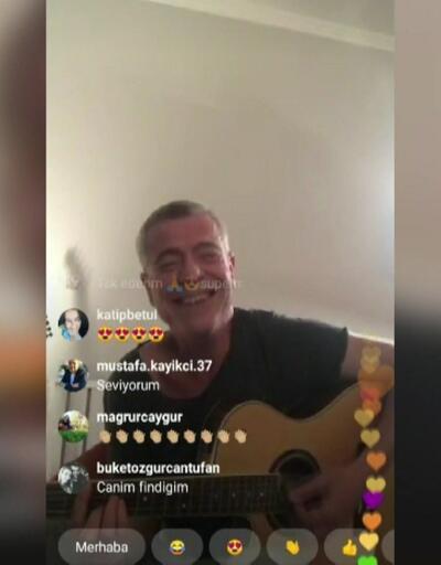 Levent Yüksel 'Evde Kal' çağrısını şarkılarıyla yaptı