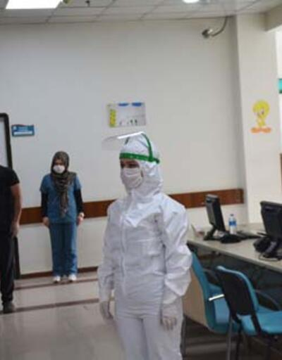 Sağlık çalışanlarından Prof. Dr. Cemil Taşçıoğlu için saygı duruşu