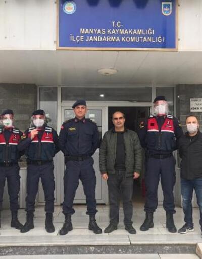 Manyas'ta lise öğretmenleri yüz koruyucu siper maske üretti
