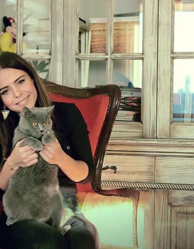 Simge Sağın'dan kedisi Cino'ya şarkı