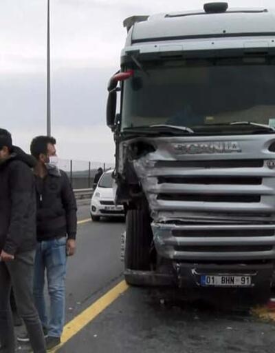Büyükçekmece'de TIR polis aracına çarptı, TEM kapandı