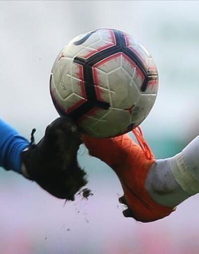 FIFA'dan futbolcu sözleşmeleri kararı