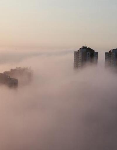 İstanbul'da yoğun sis yüzünden binalar kayboldu