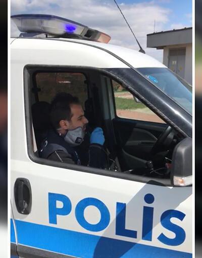 Polis memurundan gülümseten #EvdeKal şarkısı