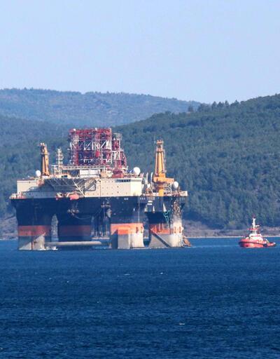 Petrol arama platformu 'Scarabeo 9', Çanakkale Boğazı'ndan geçti