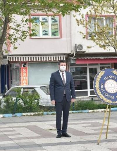 Manyas'ta Atatürk Anıtı'na çelenk sunuldu