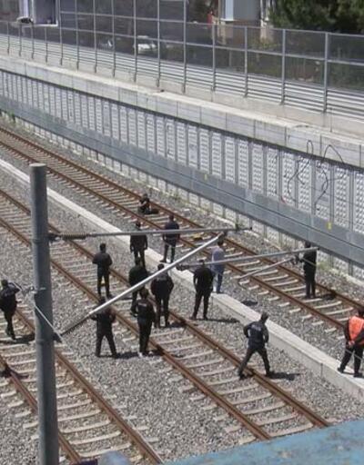 Son dakika... İstanbul'da hareketli dakikalar: Çantasında bomba olduğunu söyleyip raylara oturdu