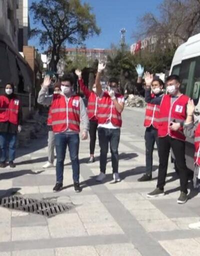 Genç Kızılay Grubu sokaklarda