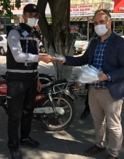 Kahta'da maske üretimi devam ediyor