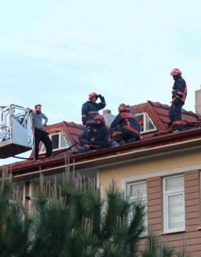 Çatıda çıkan yangın itfaiye ekiplerince söndürüldü