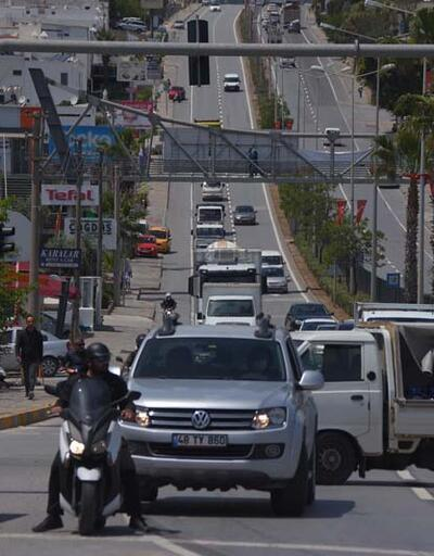 Tedirgin eden görüntü! Kısıtlama kalktı, Bodrum'a binlerce araç giriş yaptı...