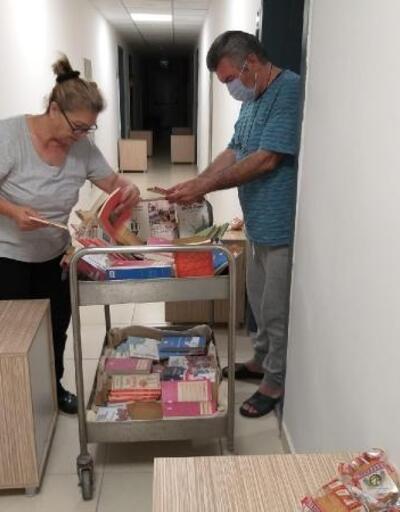 Karantinada kalanlara kitap dağıtıldı