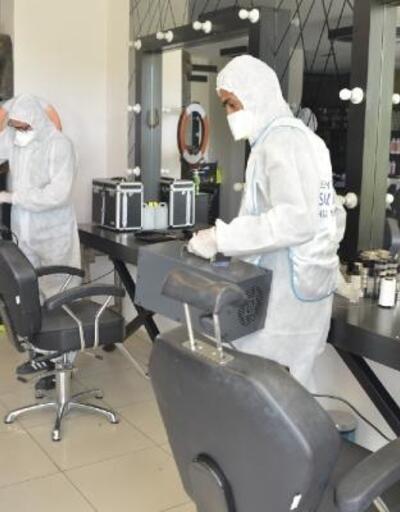 Yenişehir'de berber ve kuaförleri dezenfekte ediyor