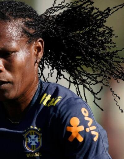 PSG 42 yaşındaki Formiga'ya imza attırdı