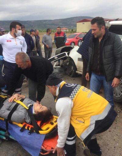 Kontrolü kaybeden araç karşı şeritteki TIR'a çarptı