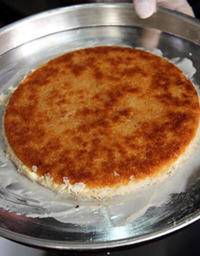 Antakya künefesi sıcak şerbeti ve uzayan peyniriyle göz dolduruyor