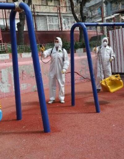 Bayraklı'da berberler ve parklar dezenfekte edildi