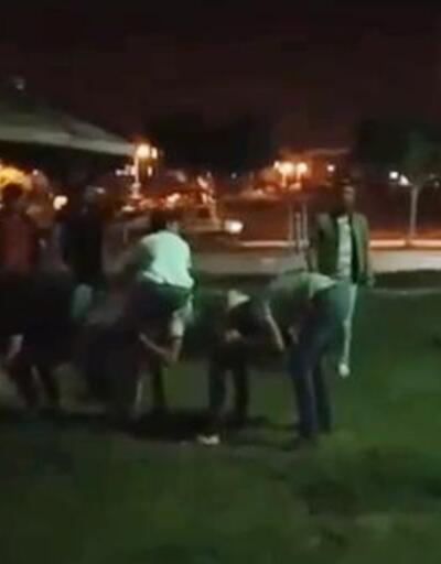 Sokakta 'uzun eşek' oynayan gençlere tepki