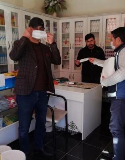 Adilcevaz Belediyesi vatandaşlara maske dağıttı