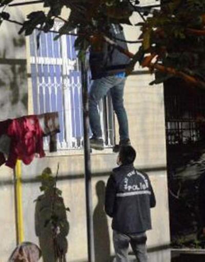 Adıyaman'da kurşunlanan evin camları kırıldı