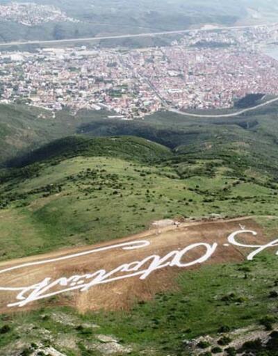 Bursa'da tepeye Atatürk'ün dev imzası çizildi