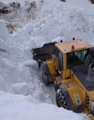 Başkale'de mayısta karla mücadele devam ediyor