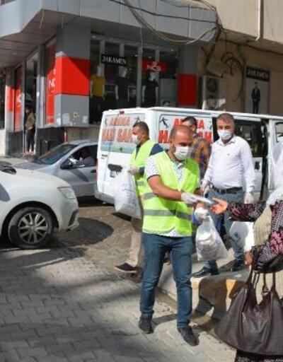 Vefa ekibi, Silopi'de 90 bin maske dağıttı