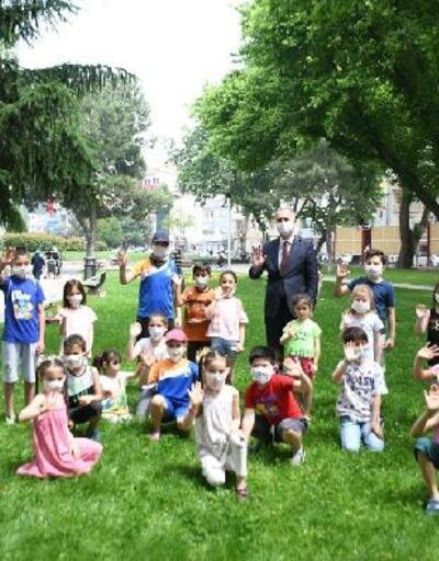Çocukların maskeleri İnegöl Belediye Başkanı Taban'dan
