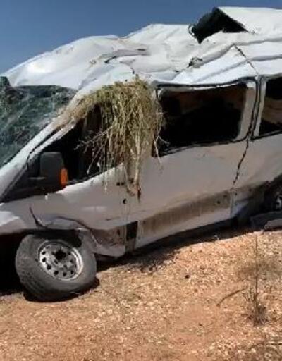 Yolcu minibüsü devrildi 13 yaralı
