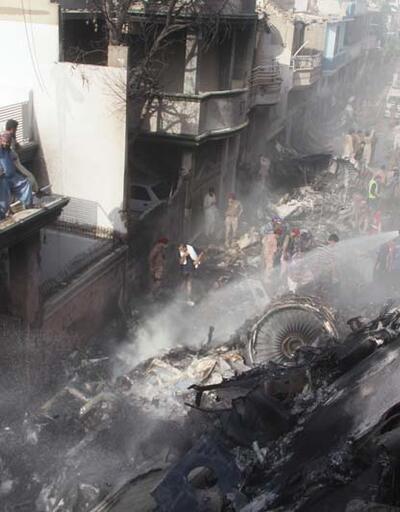 Pakistan'da yolcu uçağı kent merkezine düştü... Pilot ve kule arasındaki son konuşma