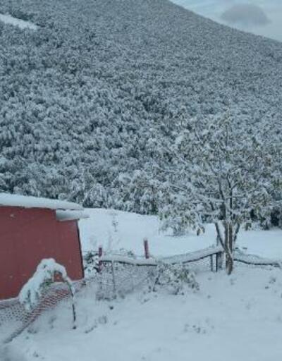 Yüksek kesimlerde kar kalınlığı 10 santimetreyi aştı